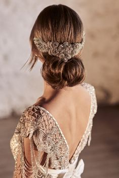 Amazing Anna Campbell 2018 Wedding Dresses ❤️ Wedding hairstyles with comb accessories for vintage look by anna campbell 2018 ❤️ See more: http://www.weddingforward.com/anna-campbell-2018-wedding-dresses/ #weddingforward #wedding #bride