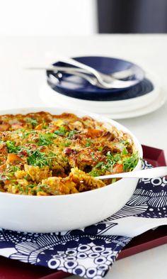 Juures-broileri-riisivuoka | Maku Wine Recipes, Real Food Recipes, Chicken Recipes, Cooking Recipes, Healthy Recipes, I Love Food, Good Food, Yummy Food, Tasty