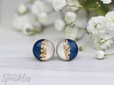 Diy Resin Art, Diy Resin Crafts, Polymer Clay Crafts, Polymer Clay Jewelry, Diy Earrings Studs, Diy Clay Earrings, Dainty Earrings, Blue Earrings, Resin Jewelry Tutorial