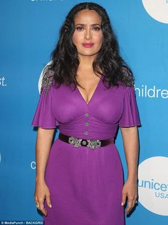 Salma Hayek Pinault attends the Biennial UNICEF Ball at the Beverly Wilshire Four Seasons Hotel on April 14 2018 in Beverly Hills California Salma Hayek Hair, Salma Hayek Style, Salma Hayek Body, Salma Hayek Bikini, Beautiful Indian Actress, Beautiful Actresses, Salma Hayek Pictures, Sexy Older Women, Indian Beauty Saree