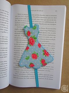 Daily Craft Inspiration : Useful Crafts - Girly Fabric Bookmark omg adorable!