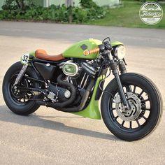 Harley Davidson Powerful and attractive muscle bike Custom Cafe Racer, Custom Bobber, Custom Choppers, Custom Bikes, Bobber Bikes, Cool Motorcycles, Vintage Motorcycles, Sportster Cafe Racer, Cafe Bike