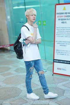 [AIRPORT] 160812: BTS Jin (Kim Seokjin) #bts #bangtan #bangtanboys #fashion…