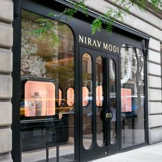 You feel amazed by some luxury store doors? Come see our selection! Shoe Store Design, Jewelry Store Design, Jewelry Stores, Jewelry Shop, Design Entrée, Facade Design, Door Design, Retail Facade, Shop Facade