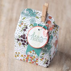 The Wildflower Fields designer series paper from the 2016 Sale-A-Bration brochure works wonderfully with the Baker's Box framelits to make adorable treat packaging.