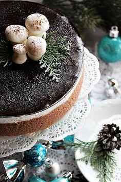 Ez a kis zsúrtorta sütés nélkül készült, úgy hogy bátran ajánlom azoknak, akik nem akarnak túl sok időt pepecs...