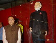 Modi's suit owner - Badshah to donate Rs.200cr