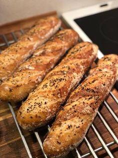 Nemme hjemmebagte flutes Bread Recipes, Cooking Recipes, Vegan Runner, Vegan Gains, Cooking Cookies, Danish Food, Food Crush, Fish Dinner, Bread Cake