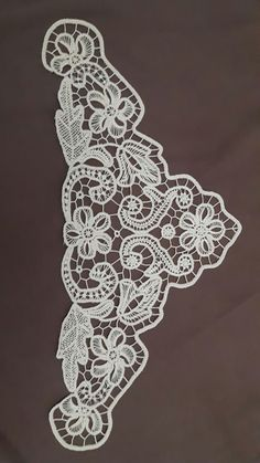 This Pin was discovered by Ses Irish Crochet Patterns, Crochet Motif, Crochet Doilies, Crochet Lace, Gold Embroidery, Embroidery Designs, Romanian Lace, Point Lace, Needle Lace