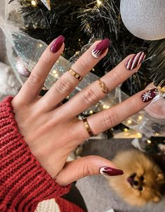 These festive nail art ideas offer a chic alternative to Christmas jumpers Christmas Gel Nails, Christmas Nail Designs, Holiday Nails, New Year's Nails, Fun Nails, Pretty Nails, Nailart, Nail Tip Designs, Art Designs
