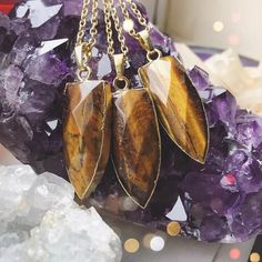SHOP NOW: TIGERS EYE MEANING AND USES  As an energizer for the emotional body, Tiger's Eye alleviates depression and lifts moods. It helps overcome fatigue and discouragment and allows scattered thoughts, feelings and information to come together in a way that makes sense.Tiger's Eye is known to be the stone of balance, both physically and emotionally. By boosting the endocrine system, it helps bring one's hormones and biochemistry back to level. It also helps aid in digestion (Crohnies…