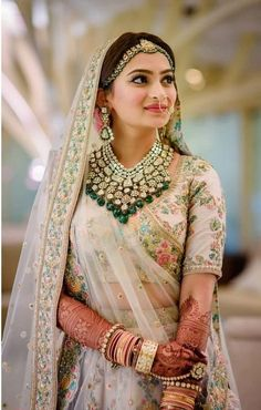 From Bollywood celebrities to fashion shows, from bold brows to goth lipsticks, discover the latest Indian makeup trends for brides and wedding guests! jewelry indian Indian Makeup & Bridal Beauty Trends Get a Bold Update