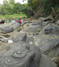 shivalings) Carved in rocks, middle of the river shalmala western ghats uttar kanara, kA Temple India, Indian Temple, Ancient Aliens, Ancient History, Shiva Linga, Under The Ocean, Legends And Myths, History Of India, Religious Architecture