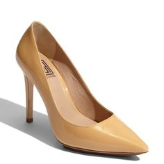 """Pour La Victoire Loelle Patented Pointed Toe Pumps Super cute Pre loved PLV size 8 great for the office or a night out heel at 4"""" Pour la Victoire Shoes Heels"""