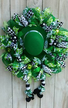 Patrick's Day Wreath, St. Paddy's Wreath, Saint Patrick's, Spring Wreath, Winter Wreath - Ideas 2019 Holiday Wreaths, Holiday Crafts, Winter Wreaths, Spring Wreaths, Summer Wreath, Diy St Patrick's Day Crafts, St Patrick's Day Decorations, Deco Mesh Wreaths, Yarn Wreaths