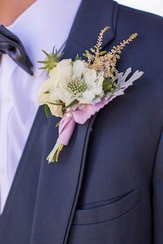 Heather and white boutonniere | Infiniti Foto and Enamor Events