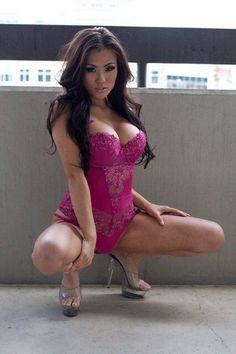 Jennifer Nguyen Hot Pics - Dunia Artis