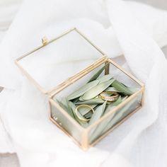 Boîte à alliances en verre et laiton doré