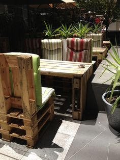 Pallet furniture - I love how it looks and the idea.