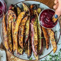 Nothing BEETS a FRYday!!!! Happy weekend loves. Been a bit MIA last 24 hours or so, but I am eager to catch up on your posts! Munching on these japanese and regular sweet potato... Brunch Recipes, Snack Recipes, Healthy Recipes, Snacks, Low Fat Diets, Roasted Beets, Cheat Meal, Healthy Appetizers, Plant Based Diet