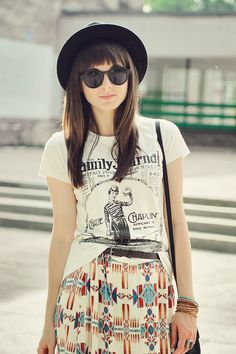 Maxi skirt + Charlie Chaplin shirt. I also love her hair and the hat of course too!
