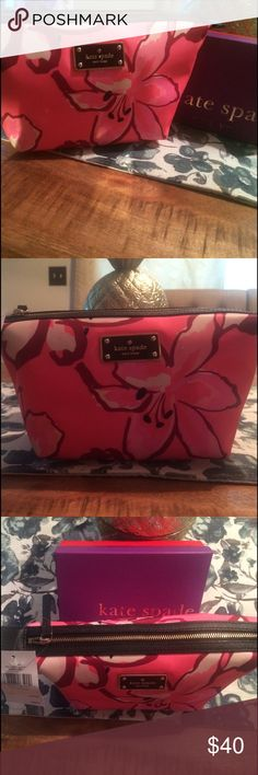 Kate spade cosmetic bag Medium size floral design kate spade Bags Cosmetic Bags & Cases