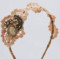 Wedding hair piece, wedding fashion, wedding accessory, #wedding, #vintage wedding