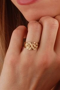 5 Stunning Wedding Ring Trends in 2020 Jewelry Design Earrings, Gold Rings Jewelry, Gold Earrings Designs, Gold Jewellery Design, Gold Bracelets, Wedding Ring Sets Unique, Gold Wedding Rings, Wedding Rings For Women, Wedding Jewelry