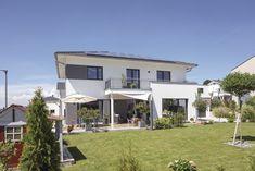 #einfamilienhaus #stadthaus #weberhaus #fertighaus #prefab #walmdach #garten Style At Home, Surface Habitable, Construction, Madrid, House Plans, Mansions, Nice, House Styles, Outdoor Decor