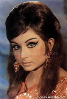 Sharmila Tagore of Bengali, Bollywood. 1960s Makeup, Vintage Makeup, Beautiful Bollywood Actress, Most Beautiful Indian Actress, Indian Makeup, Indian Beauty, Bollywood Makeup, Bollywood Actors, Bollywood Fashion