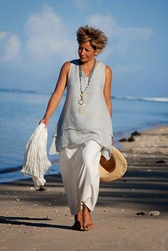 double-layers for this pale blue linen gauze Top -:- AMALTHEE -:- n° 3108 Fashion Over 50, Look Fashion, Fashion Outfits, Womens Fashion, Cool Outfits, Summer Outfits, Casual Outfits, Vetements Clothing, Boho Mode