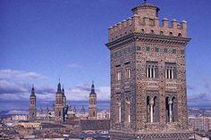 Preciosa vista de la Torre de la Magdalena y la Basílica del Pilar. #RegalaZaragoza www.zaragozaturismo.es