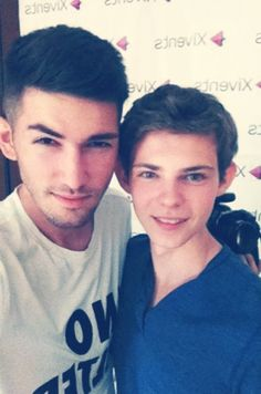 Robbie Kay with fans - wait... That's a fan... I just assumed that was another one of his crazily attractive friends.
