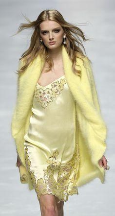 A model displays a creation during Blumarine's Fall/Winter women's show at Milan Fashion Week February Vogue Fashion, Fashion Brand, Runway Fashion, High Fashion, Fashion Show, Womens Fashion, Fashion Design, Milan Fashion, Mohair Cardigan