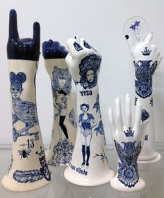 blue hands in ceramic Evelyn Tannus
