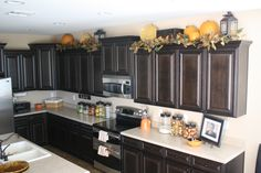 An idea to decorate on top kitchen cabinets for fall/halloween