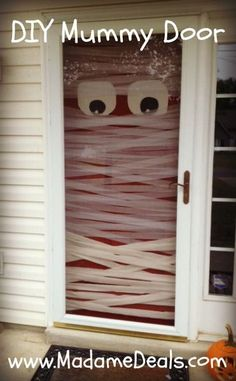 Easy Halloween Project: DIY Mummy Door #halloween