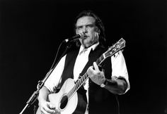 Guy Clark, a King of the Texas Troubadours, Is Dead at 74 - The New York Times