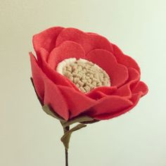 Moldes para Artesanato: Flores em feltro Felt Crafts Diy, Felt Diy, Handmade Felt, Handmade Flowers, Diy Flowers, Fabric Flowers, Paper Flowers, Felt Flowers Patterns, Poppy Craft