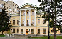 В городе Екатеринбург на берегу городского пруда стоят два очень похожих здания. Одно больше и монументальней (это здание принадлежало начальнику горных заводов). А второе поменьше и поскромнее, по…