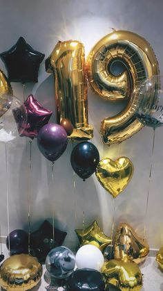 Luftballons verziert Burgunder und Gold Frases Balloons decorated burgundy and gold Happy Birthday 19, Romantic Birthday, Girl Birthday, Birthday Wishes, Tumblr Birthday, Gift Credit Cards, Spa Day Gifts, Balloon Pictures, Birthday Wallpaper