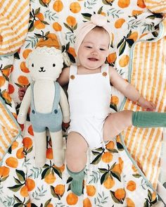 love this orange baby blanket, overalls, and headband - Share Photo Cute Kids, Cute Babies, E21, Baby Turban, Headband Baby, Baby Swaddle Blankets, Foto Baby, Everything Baby, Baby Pictures