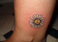 What does peace sign tattoo mean? We have peace sign tattoo ideas, designs, symbolism and we explain the meaning behind the tattoo. Small Daisy Tattoo, Daisy Flower Tattoos, Sunflower Tattoo Small, Flower Tattoo On Ankle, Ankle Tattoo, Arm Tattoo, Tattoo Art, Trendy Tattoos, Delicate Tattoo