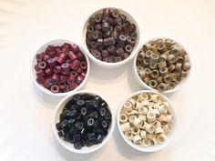 10ST Silikon ausgekleidet Mikro Crimp Perlen für Feder Haarverlängerungen und einem einfachen Zahnseide-Einfädler.  Verfügbare Farben sind: blond