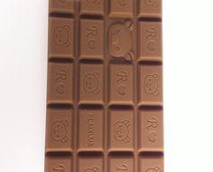 chocolar  R$39,00  nhac, nhac... dá vontade de comer, mas não é de comer não!atenção chocólatras de plantão! capinha de celular luxo, emborrachada, em formato de chocolate e tcharan: tem cheirinho de chocolate também! aproveita menina!para iphone 4 e 4s