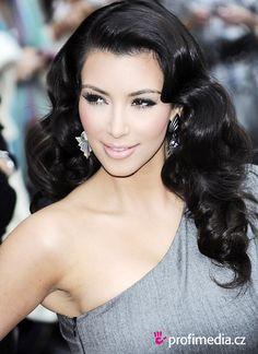 Kim Kardashian hairstyle/makeup