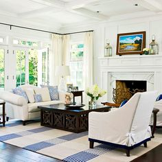 House of Turquoise: Erin Paige Pitts Interiors. Love that coffee table House Of Turquoise, Estilo Cottage, French Country Living Room, Low Country, Traditional House, Traditional Kitchens, White Walls, White Rug, Home And Living