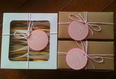 nice bakery box packaging with baker's twine and custom tags Cupcake Packaging, Pretty Packaging, Gift Packaging, Packaging Ideas, Brownie Packaging, Bakery Store, Bakery Box, Bakery Branding, Bakery Packaging