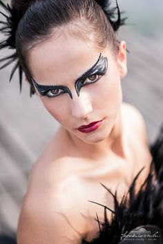 Black swan makeup with Swarovski crystals - http://www.bogismink.hu/