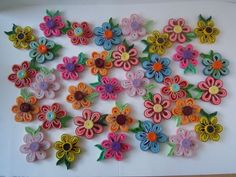 Flowers by quilling Quilling Dolls, Quilling Animals, Quilling Flowers, Quilling Patterns, Quilling Designs, Quilling Ideas, Paper Quilling Tutorial, Quilling Paper Craft, Paper Crafts